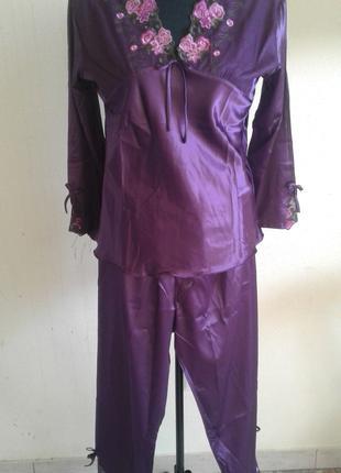 Женские шелковые пижамы и халаты