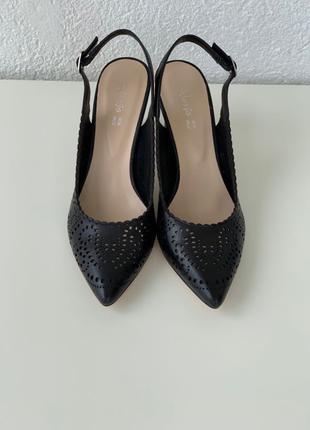 Туфли на каблуке Босоножки Кожа