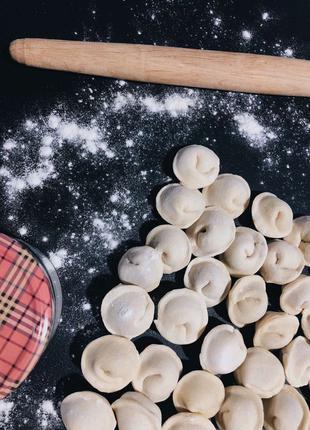 Домашняя еда ручной лепки, крафтовое производство пельменей