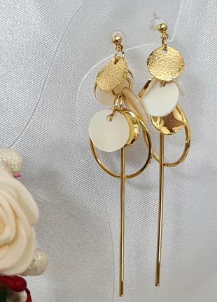 Серьги  в золотом  цвете с перламутровыми и золотыми  монетами...