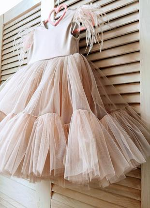 Нарядное платье цвета капучино