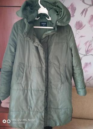 Пальто с глубоким капюшоном