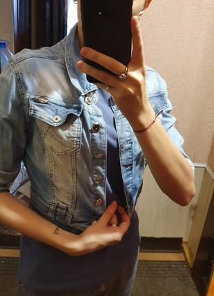 Джинсовая жилетка с короткими рукавами