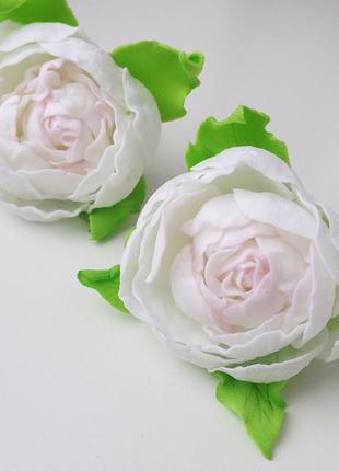 Белые розы на резиночках от лавровой татьяны