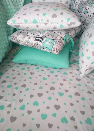 Бортик в кроватку (бирюзовый) сердечки MamBaby