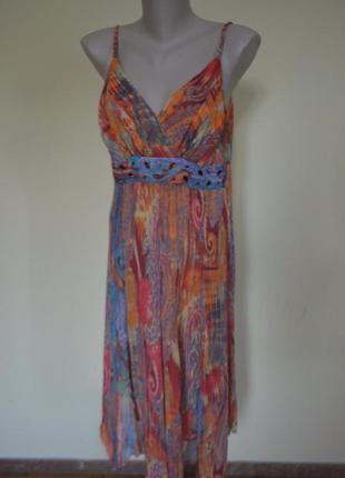 Красивое разноцветное платье на бретельках