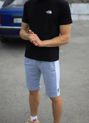Комплект the north face черная футболка серые шорты