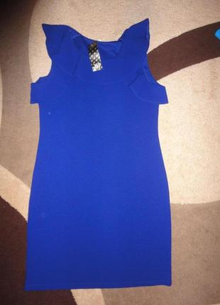 Шикарное платье цвета электрик