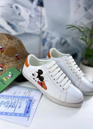 Фирменные кожаные кроссовки Gucci