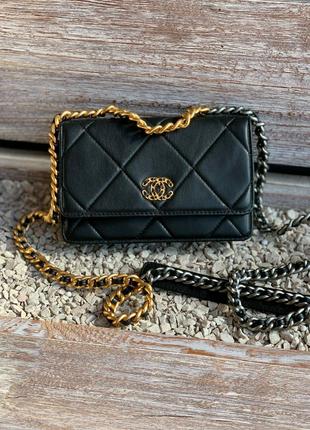 Фирменная кожаная сумка Chanel