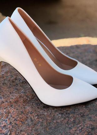 Белые туфли новинка