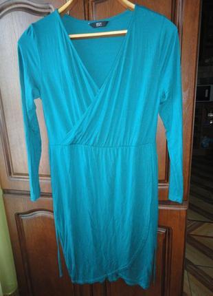 Платье на запах бутылочного цвета