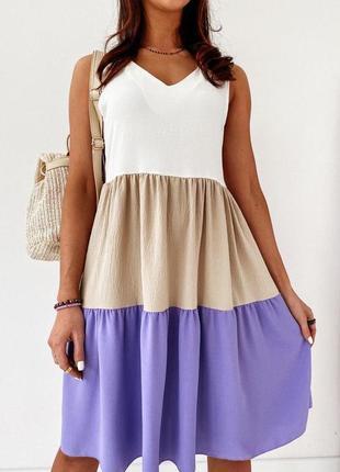 Интересное летнее женское платье без рукавов в широкую полоску...