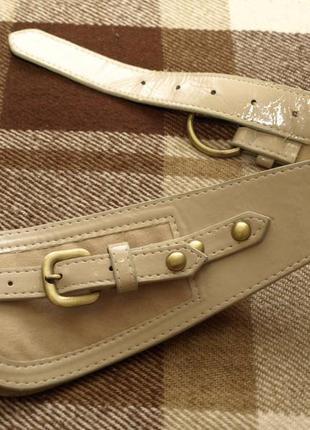 Ремень портупея нюдового цвета под кардиганы и пальто