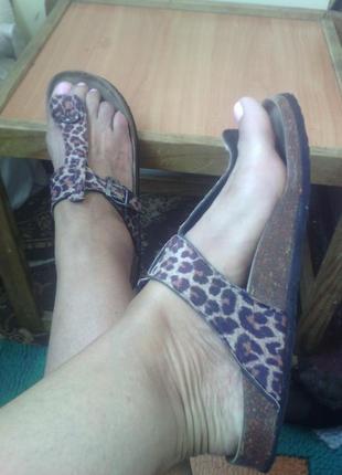 Классные леопардовые шлепки 39 размер