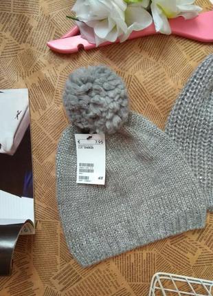 Класна шапка з помпоном