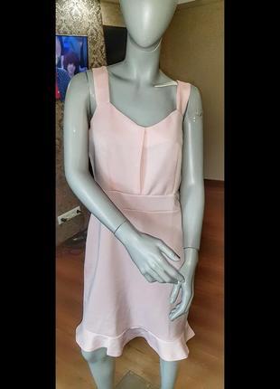 Пудровое розовое платье
