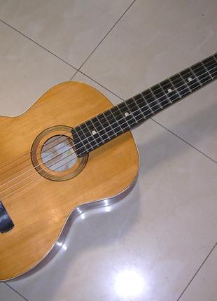 Классическая гитара для учеников с новыми струнами