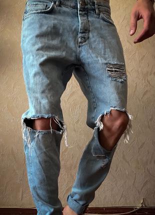 Мужские летние рваные джинсы голубые «BERSHKA»