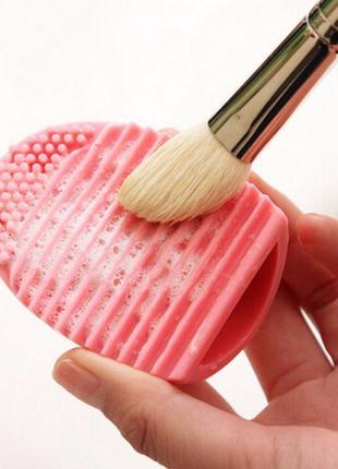Щетка силиконовая brushegg для мытья косметических кистей