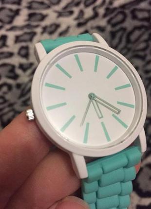 Женские наручные часы с кварцевым механизмом