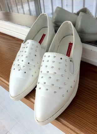 Мокасины. туфли. кроссовки. слипоны. эспадрильи. стильные и модны