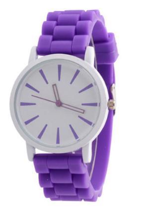 Женские наручные часы с кварцевым механизмом разные цвета