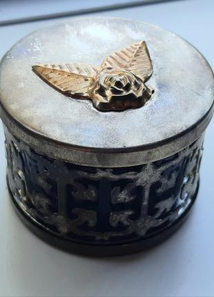Шкатулка коробочка металлическая сувенирная, диам.52мм, выс. 37мм