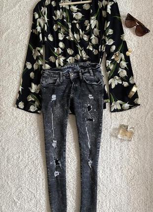 Актуальные зауженные джинсы скини с рваностями №287max