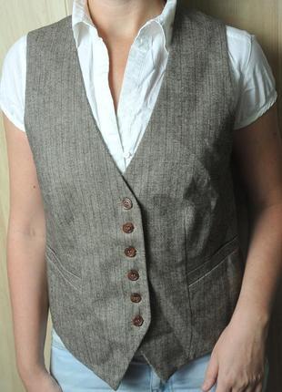 Стильный полу шерстяной жилет  vunic