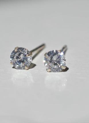 Серьги серебряные сережки гвоздики в виде бриллианта