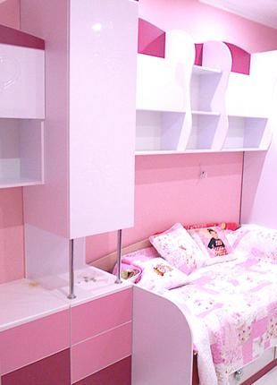 Детская кровать шкаф полки стол розовый. Детский комплект мебели