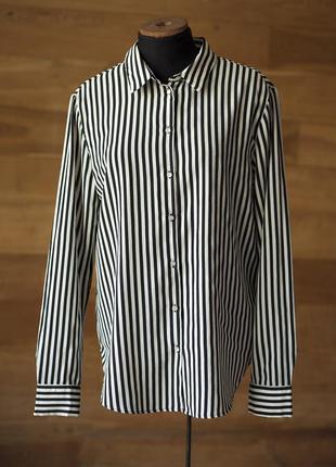 Очень красивая и стильная блузка рубашка в черно-белую полоску...