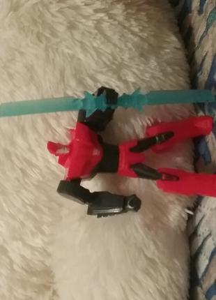 Красный трансформер