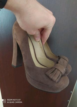 Женские туфли на каблуке 37 размера