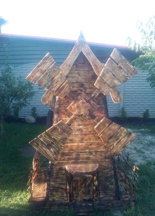 Декоративная деревянная мельница.