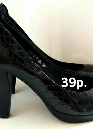 Туфли на каблуках.