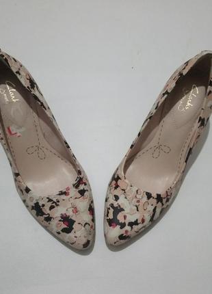 Кожаные туфли кларкс .