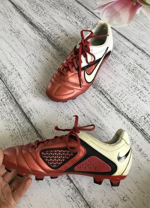 Крутые кроссовки для футбола  кеды nike размер 36{22,5-23см}