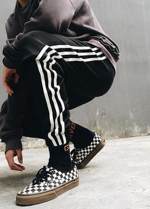 Мужские спортивные штаны с полосками по бокам