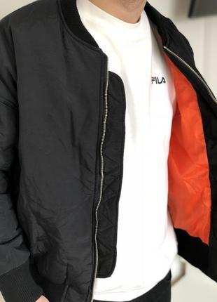 Стильный демисезонный теплый бомбер куртка черная