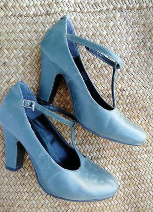 Туфли с пикантным ремешком и стильной колодкой