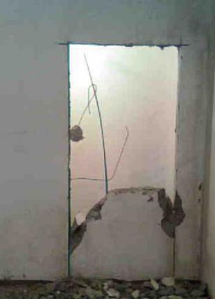 Демонтаж плитки, штукатурки, стен, стяжки. Вывоз строймусора