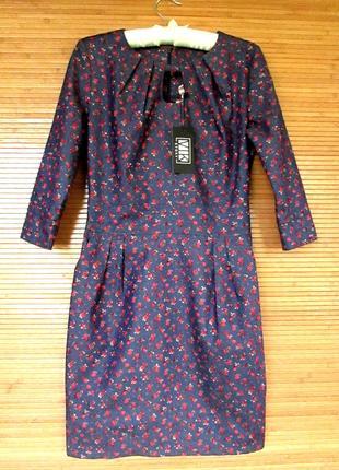 Красивое платье из тонкого стрейчевого джинса в красный цветочек