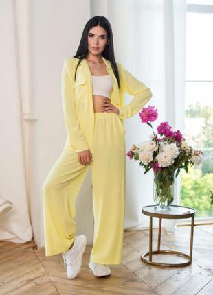 Костюм женский с широкими брюками желтый