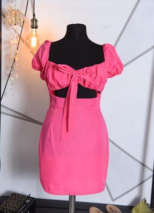 Яркое платье с рукавами фонариками