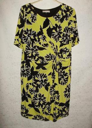 Яркое стрейчевое платье с драпировкой на талии 22/56-58 размера
