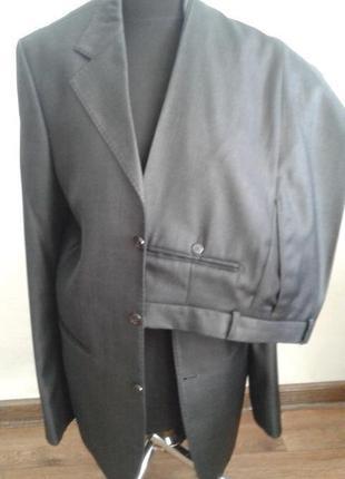 Мужской костюм деловой новый 44 размер