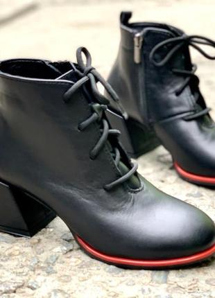 Женские деми ботинки на шнурках