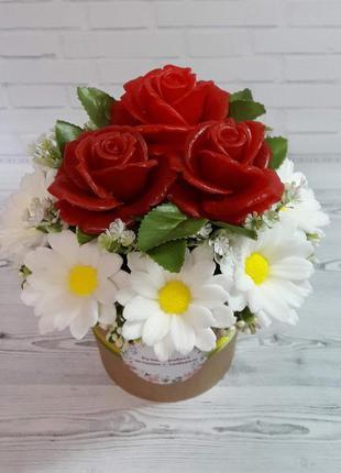 """Букет цветов из мыла """"ромашки и розы красные"""""""